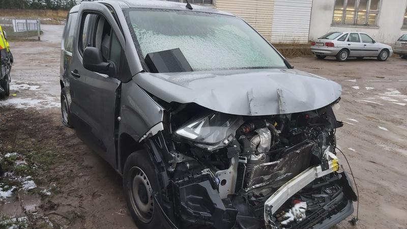 Naudotos automobilio dalys Opel COMBO 2019 1.6 Mechaninė Komercinis 2/3 d. Pilka 2020-12-22