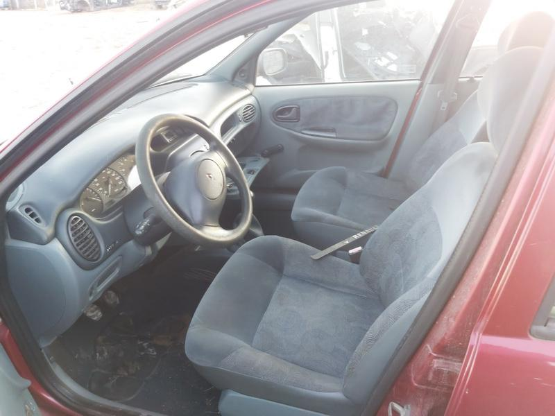 Подержанные Автозапчасти Foto 5 Renault MEGANE 1996 1.4 машиностроение хэтчбэк 4/5 d. красный 2020-11-19 A5836