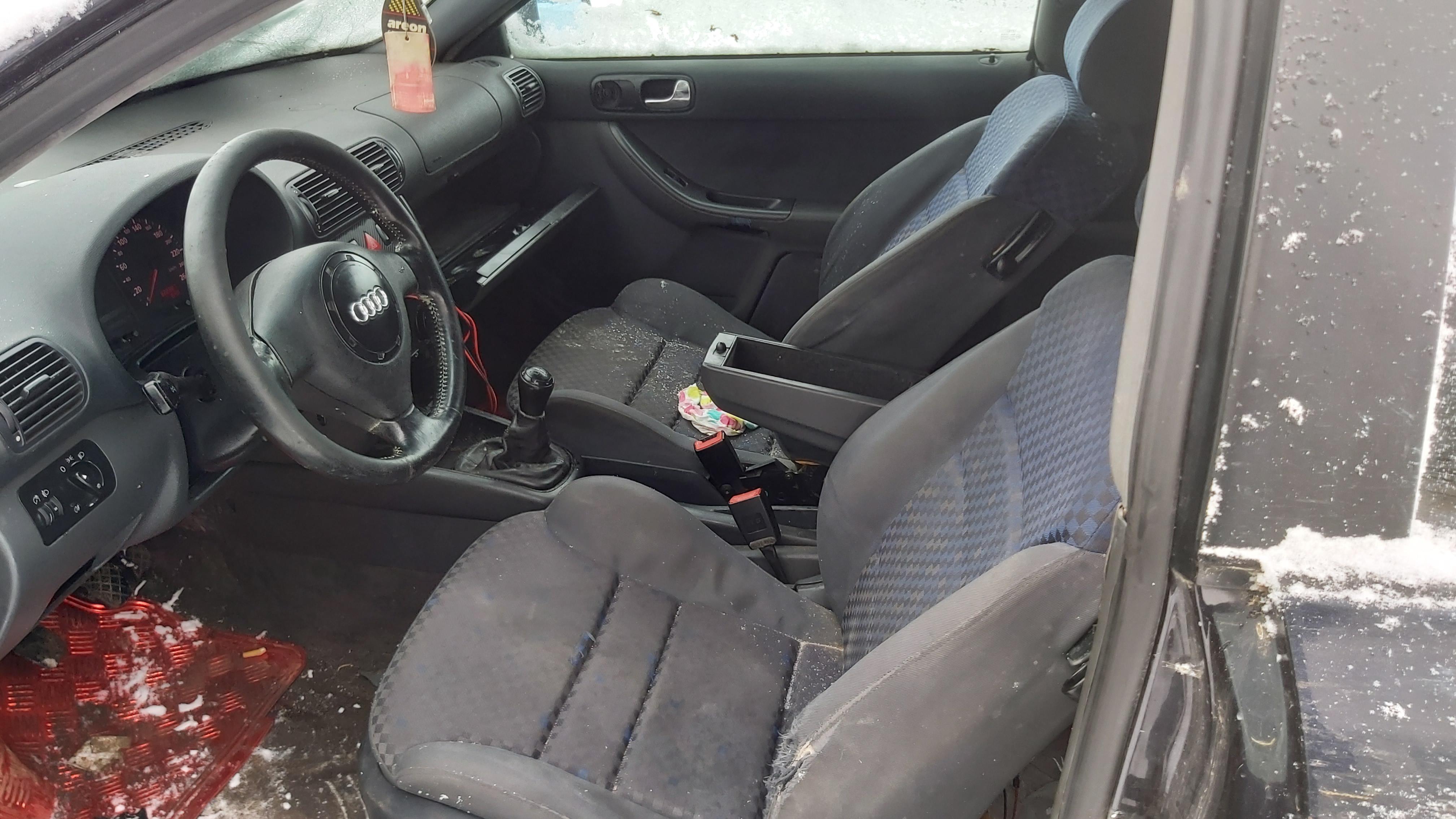 Подержанные Автозапчасти Foto 3 Audi A3 1999 1.8 машиностроение хэтчбэк 2/3 d. синий 2021-1-12 A6028