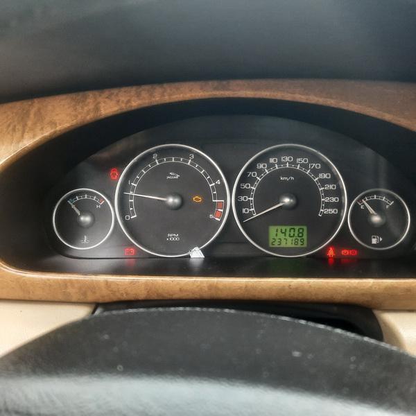 Naudotos automobiliu dallys Foto 8 Jaguar X-TYPE 2004 2.0 Mechaninė Sedanas 4/5 d. Pilka 2021-10-13 A6738