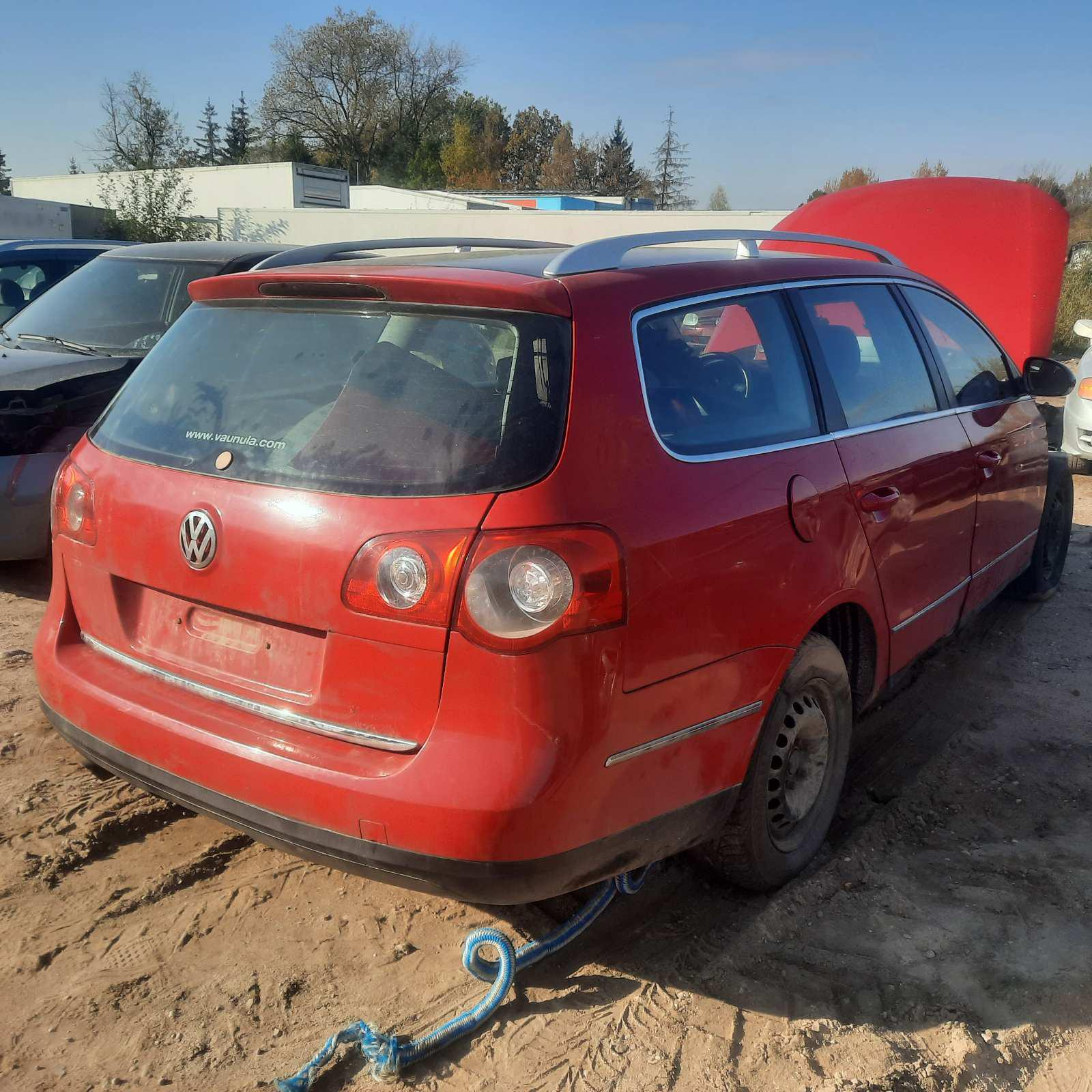 Naudotos automobiliu dallys Foto 4 Volkswagen PASSAT 2005 2.0 Mechaninė Universalas 4/5 d. Raudona 2021-10-12 A6732