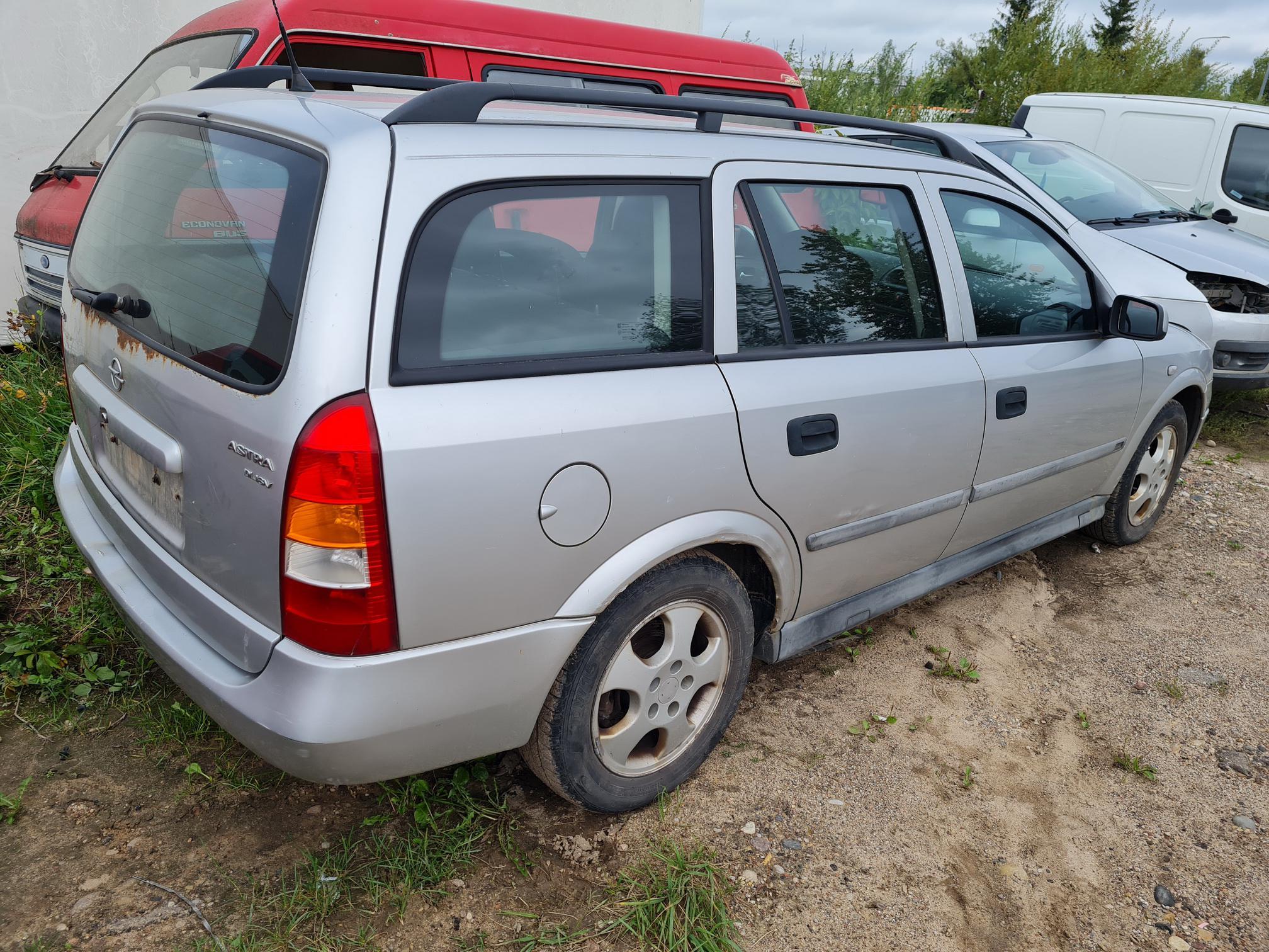 Naudotos automobilio dalys Opel ASTRA 2000 2.0 Mechaninė Universalas 4/5 d. Pilka 2021-9-02