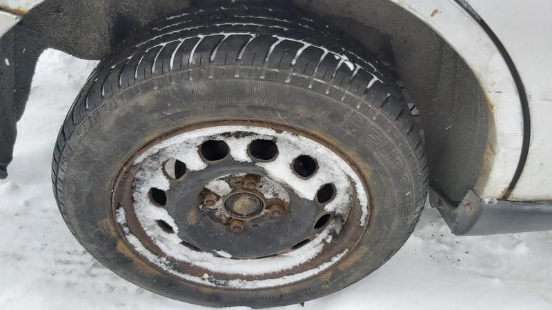 Naudotos automobiliu dallys Foto 10 Ford FOCUS 1999 1.6 Mechaninė Hečbekas 4/5 d. Pilka 2021-2-06 A6053
