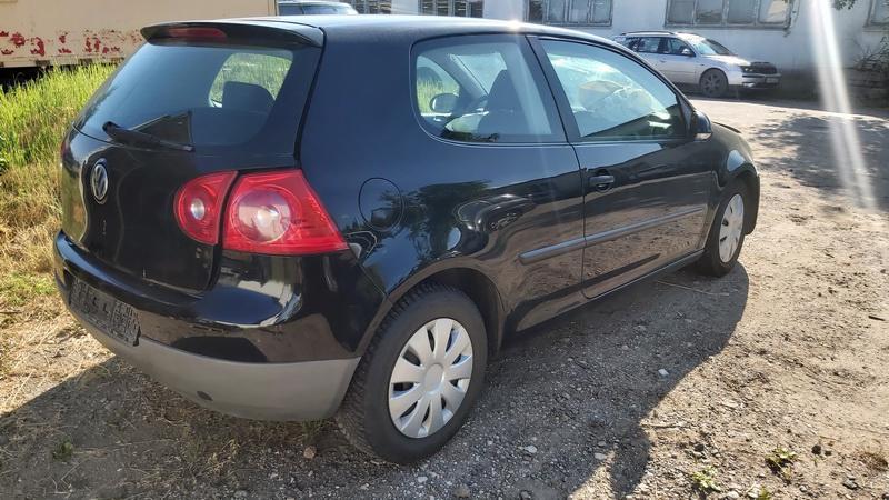Naudotos automobilio dalys Volkswagen GOLF 2004 1.4 Mechaninė Hečbekas 2/3 d. Juoda 2021-7-22