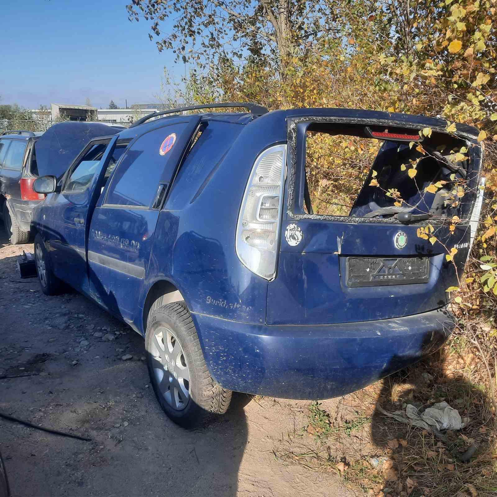 Naudotos automobiliu dallys Foto 4 Skoda ROOMSTER 2009 1.2 Mechaninė Komercinis 4/5 d. Melyna 2021-10-12 A6734