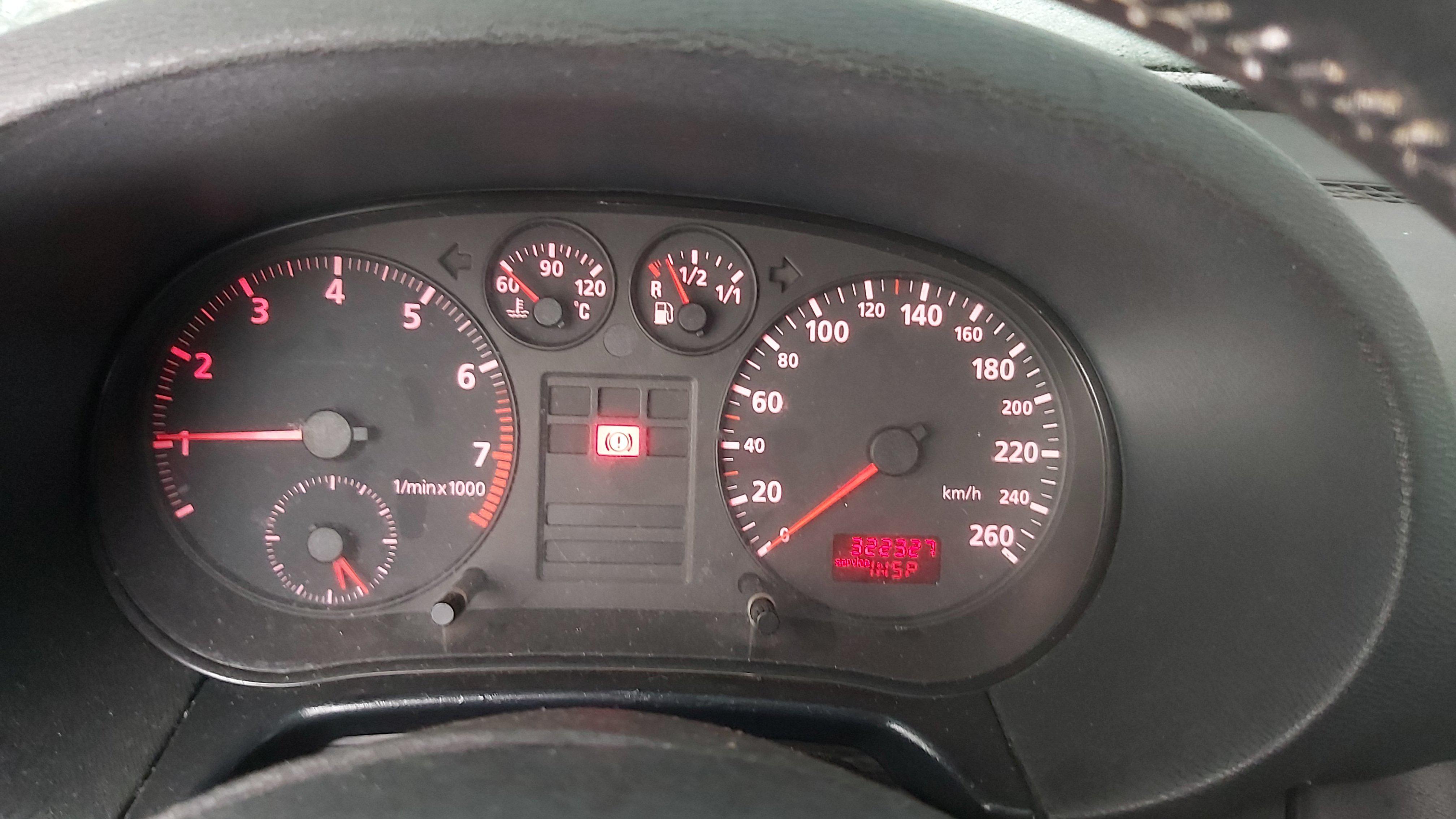 Подержанные Автозапчасти Audi A3 1999 1.8 машиностроение хэтчбэк 2/3 d. синий 2021-1-12