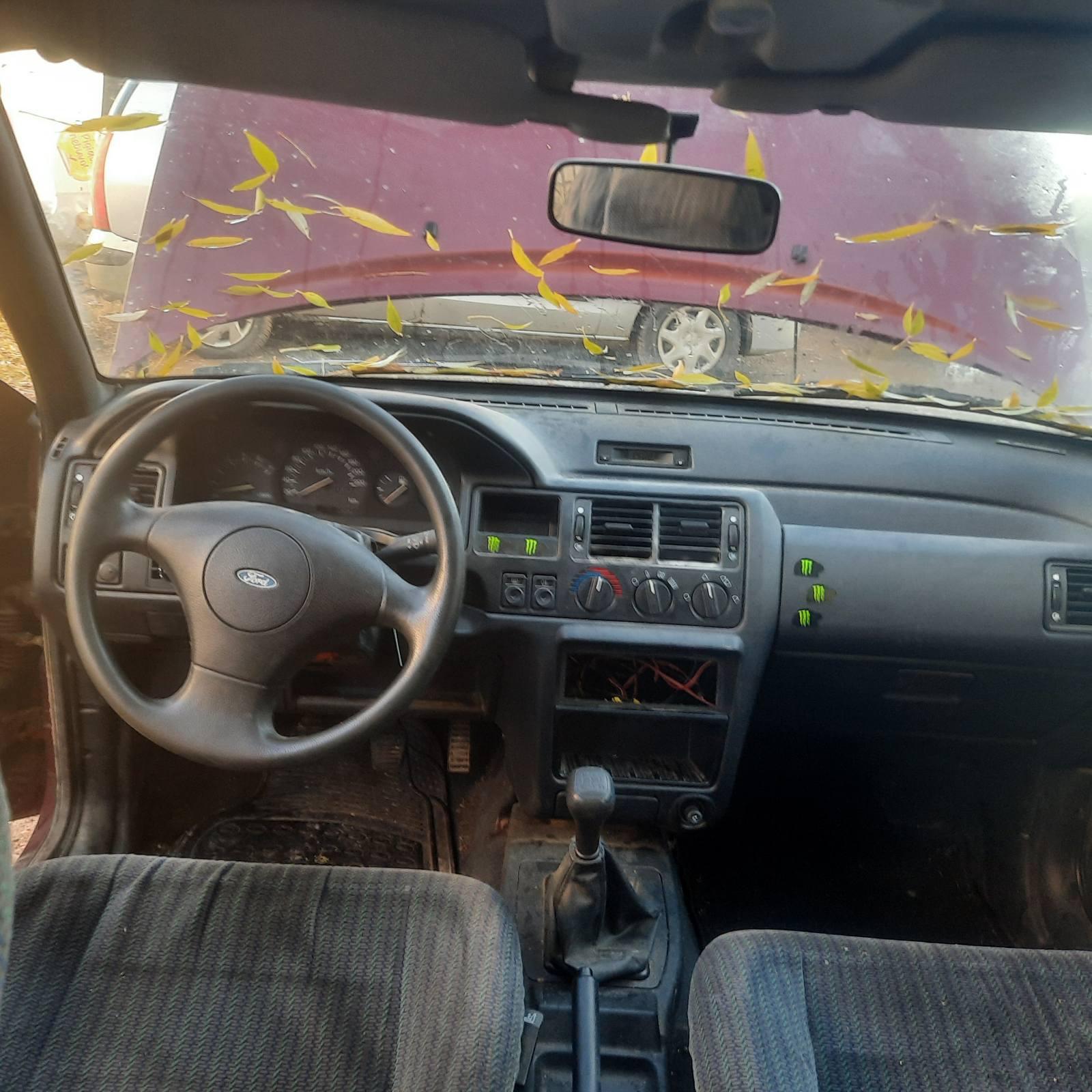 Naudotos automobilio dalys Ford ESCORT 1993 1.8 Mechaninė Hečbekas 4/5 d. Raudona 2021-10-16