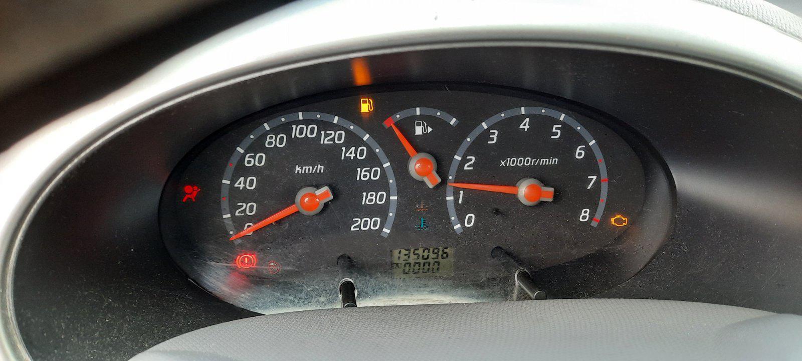 Подержанные Автозапчасти Nissan MICRA 2003 1.2 машиностроение хэтчбэк 2/3 d. Браун 2021-2-25