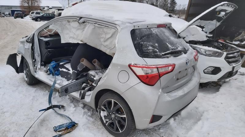 Naudotos automobiliu dallys Foto 3 Toyota YARIS 2018 1.5 Automatinė Hečbekas 4/5 d. Sidabrine 2021-1-20 A6035