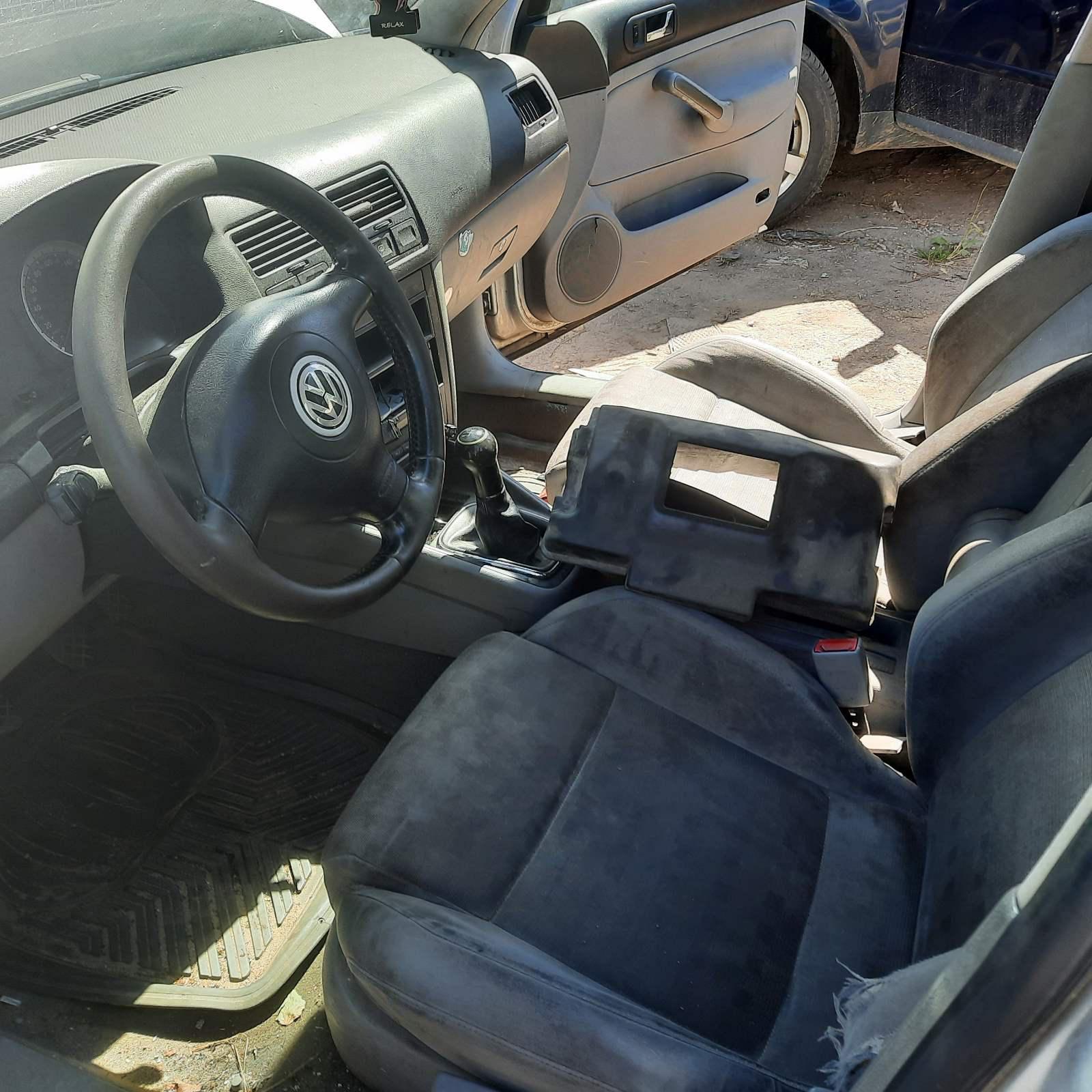 Подержанные Автозапчасти Volkswagen BORA 2002 1.9 машиностроение седан 4/5 d. Серый 2021-6-16