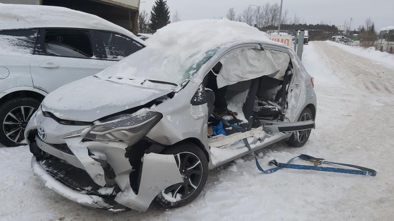 Naudotos automobiliu dallys Foto 2 Toyota YARIS 2018 1.5 Automatinė Hečbekas 4/5 d. Sidabrine 2021-1-20 A6035