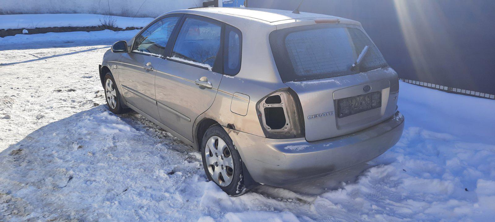 Подержанные Автозапчасти Foto 4 Kia CERATO 2004 1.6 машиностроение хэтчбэк 4/5 d. Браун 2021-2-17 A6057