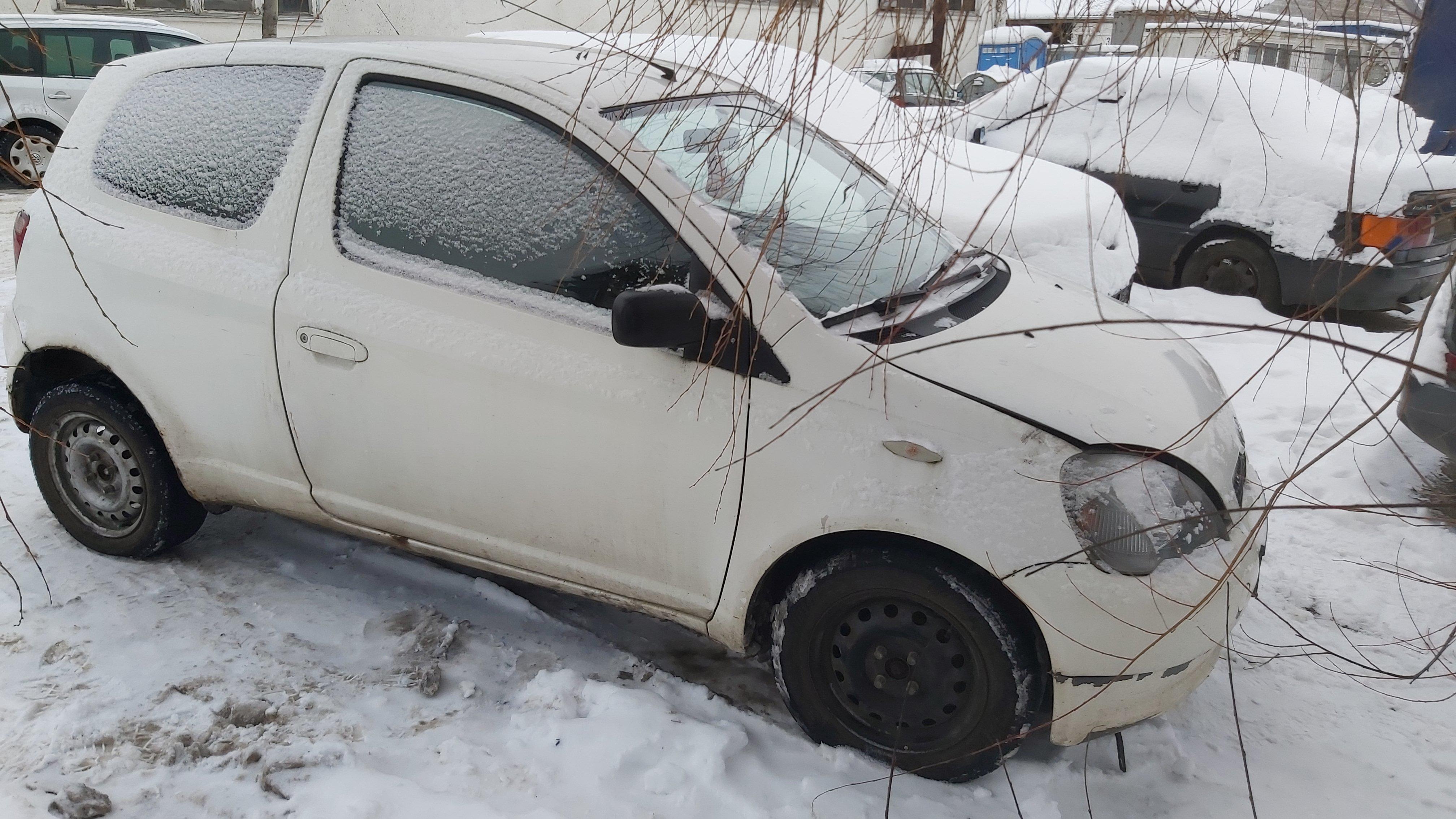 Used Car Parts Toyota YARIS 2002 1.0 Mechanical Hatchback 2/3 d. white 2021-1-12