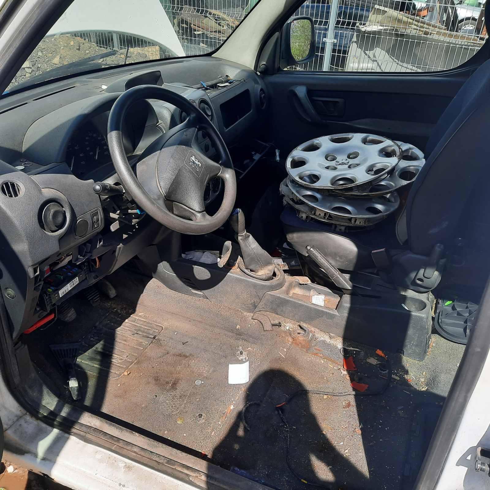 Naudotos automobilio dalys Peugeot PARTNER 2007 1.6 Mechaninė Komercinis 4/5 d. Balta 2021-8-06