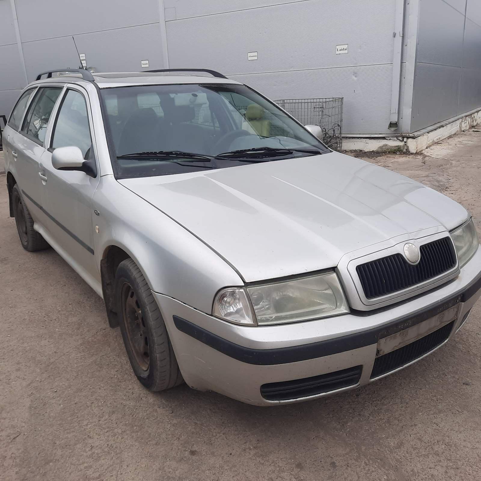 Подержанные Автозапчасти Skoda OCTAVIA 2001 1.9 машиностроение хэтчбэк 4/5 d. Серый 2021-7-23