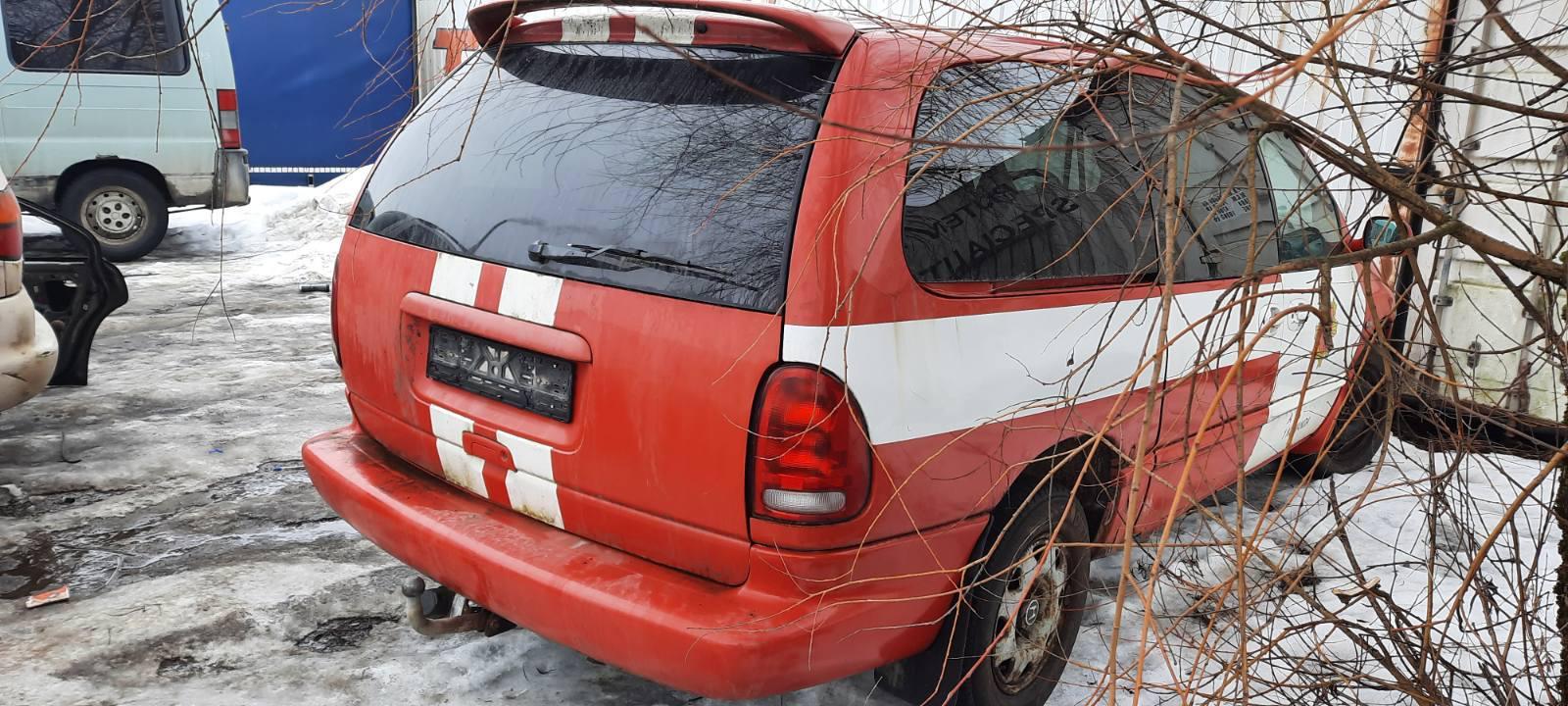 Подержанные Автозапчасти Dodge GRAND CARAVAN 2000 3.3 автоматическая минивэн 4/5 d. красный 2021-2-24