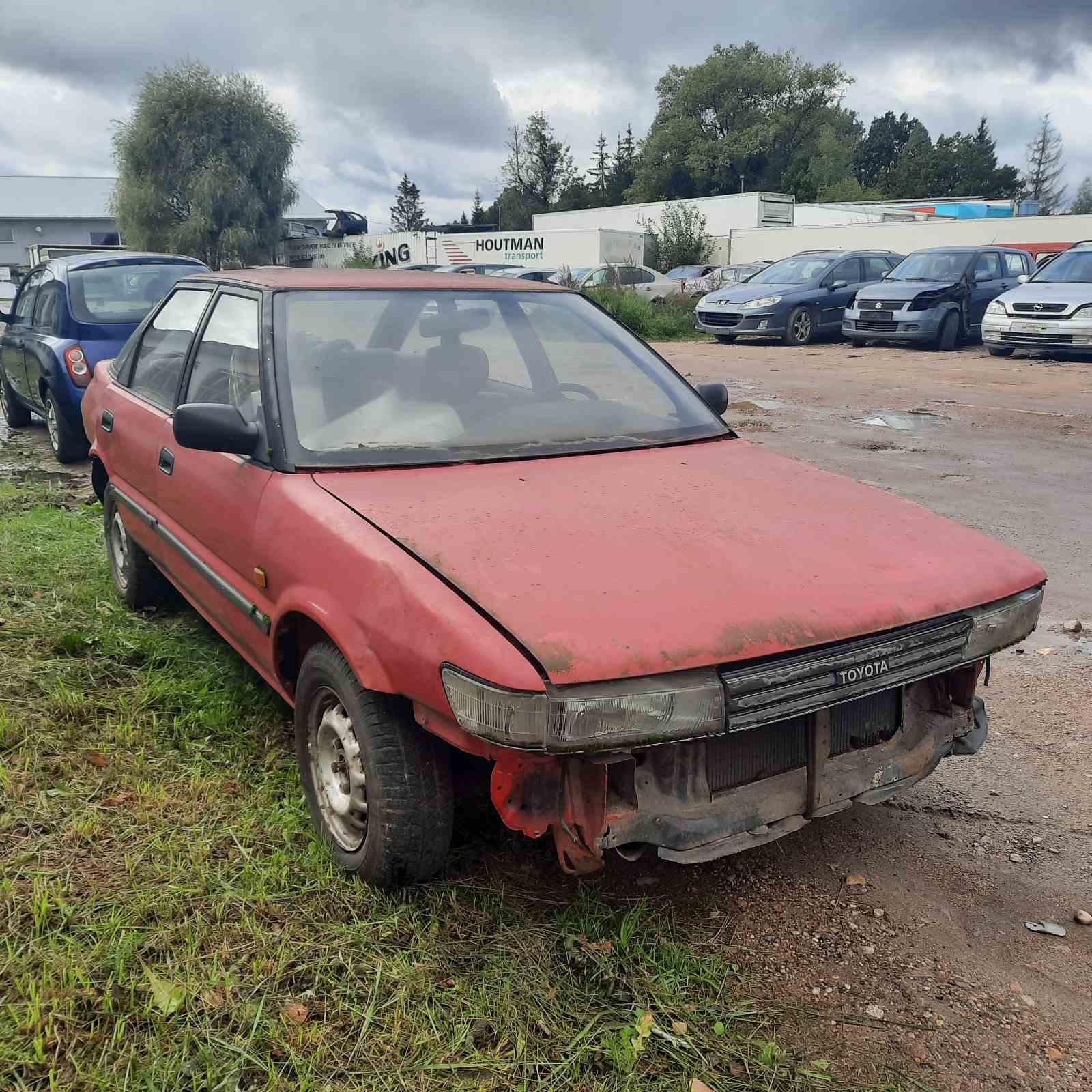 Naudotos automobilio dalys Toyota COROLLA 1989 1.3 Automatinė Hečbekas 4/5 d. Raudona 2021-9-24