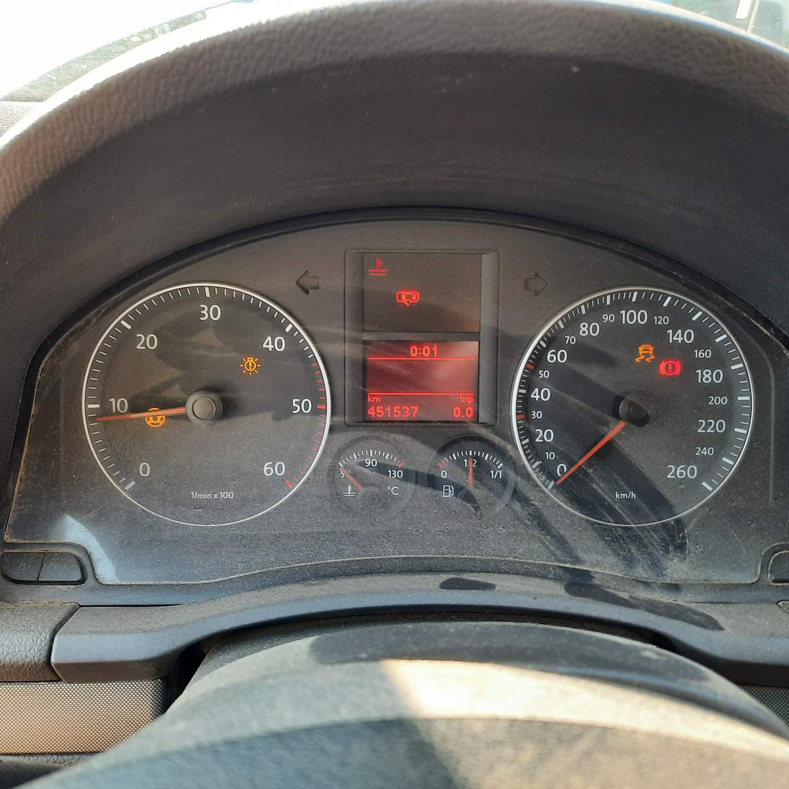 Подержанные Автозапчасти Volkswagen GOLF 2004 1.9 машиностроение хэтчбэк 2/3 d. серебро 2021-7-28