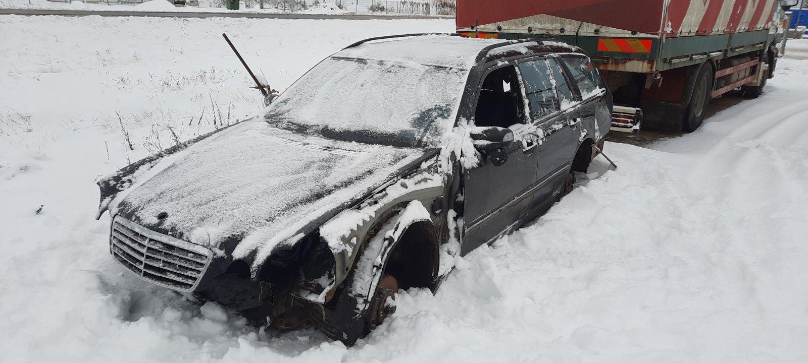 Used Car Parts Foto 2 Mercedes-Benz E-CLASS 2000 0.0 Mechanical Universal 4/5 d. Black 2021-1-12 A6026