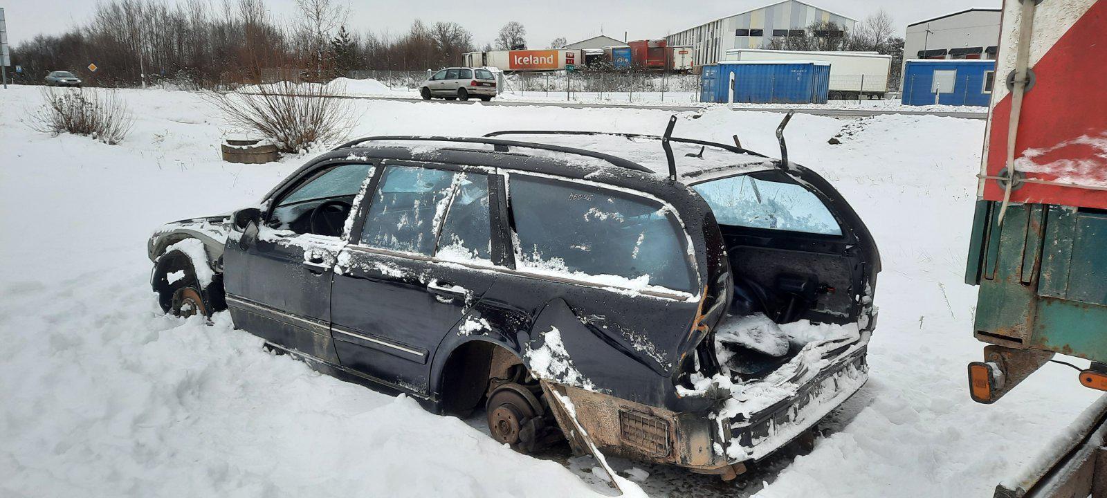 Подержанные Автозапчасти Mercedes-Benz E-CLASS 2000 0.0 машиностроение универсал 4/5 d. черный 2021-1-12