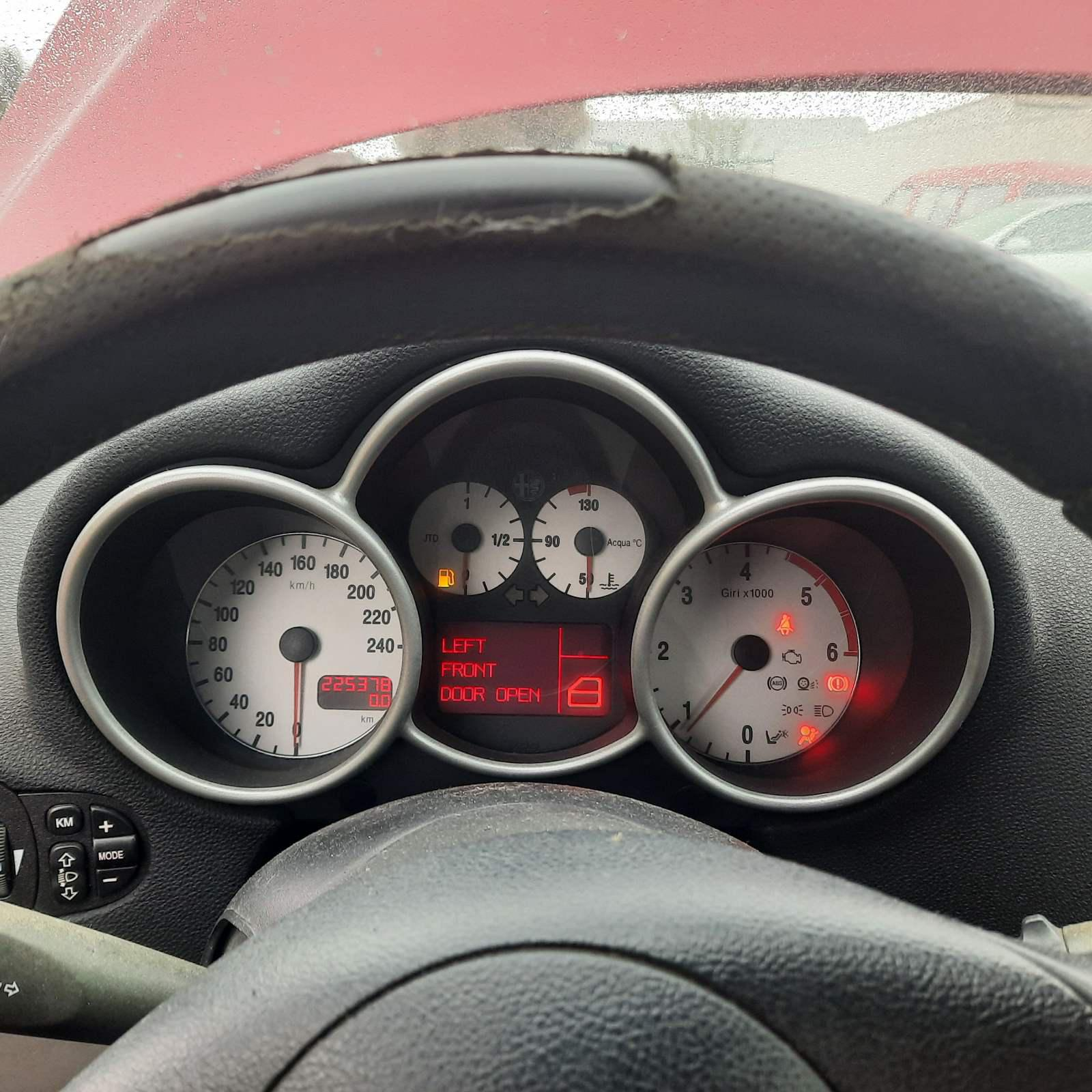 Naudotos automobilio dalys Alfa-Romeo 147 2003 1.9 Mechaninė Hečbekas 4/5 d. Raudona 2021-9-14