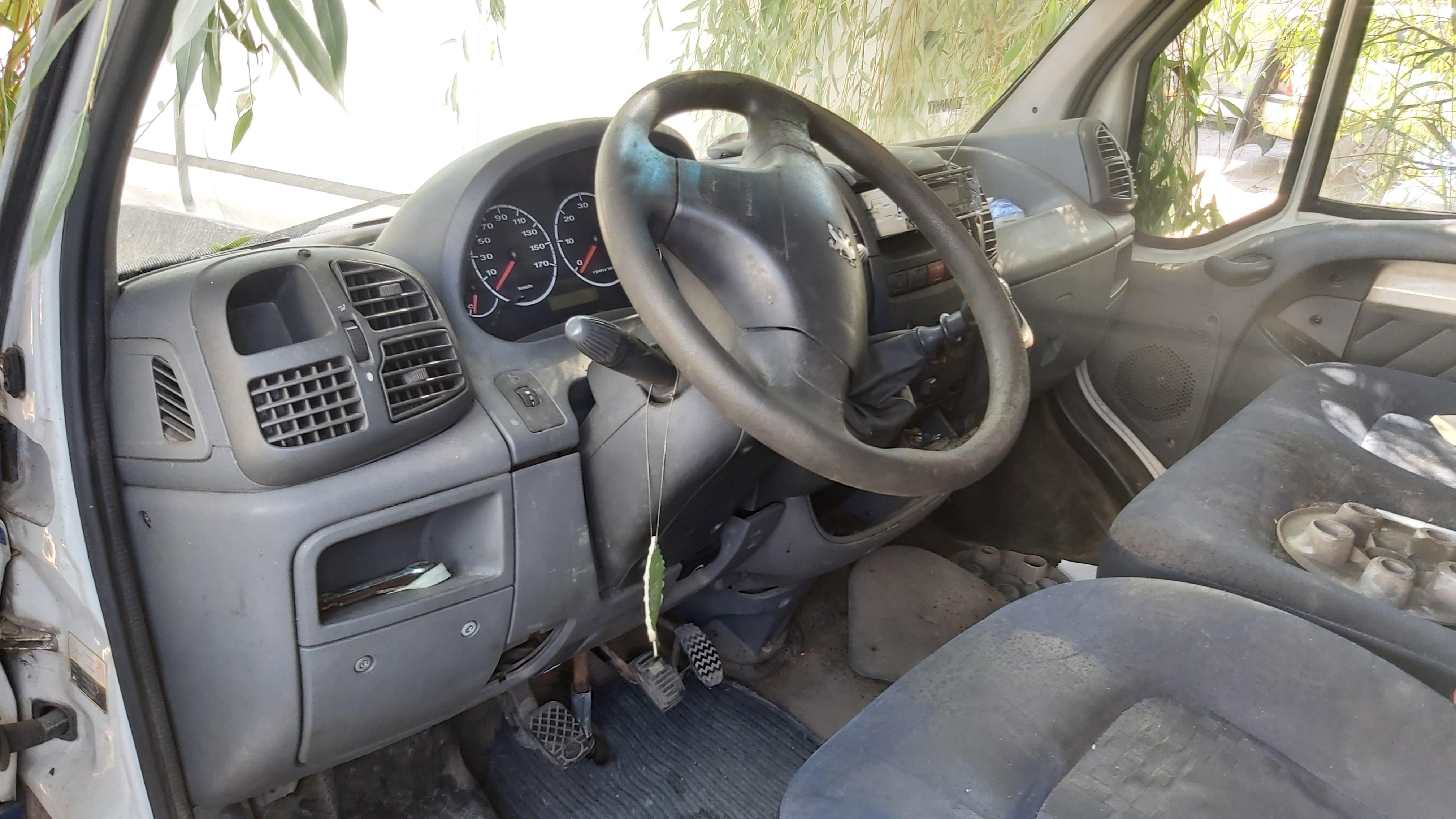 Naudotos automobiliu dallys Foto 5 Peugeot BOXER 2004 2.8 Mechaninė Krovininis mikroautobusas 2/3 d. Balta 2021-7-20 A6428
